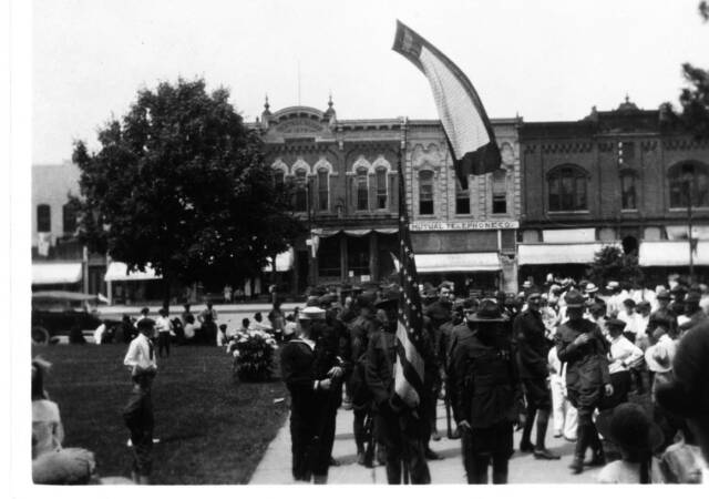 WW2 Soldiers on the Courthouse Square